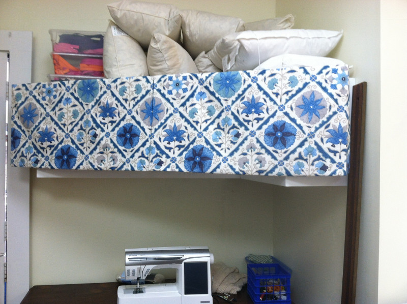 Valance in a diamond pattern in the work room