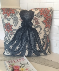 Throw cushion with perfectly centered octopus print and piping on edges